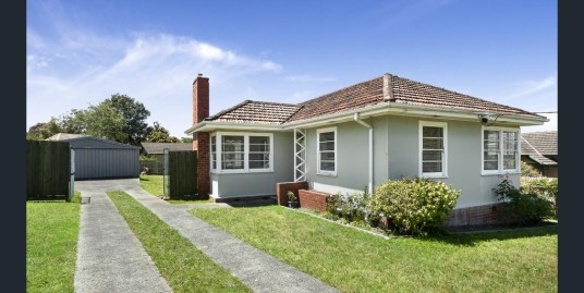 ASHBURTON – Exquisite Family Home in a Secluded Court Location