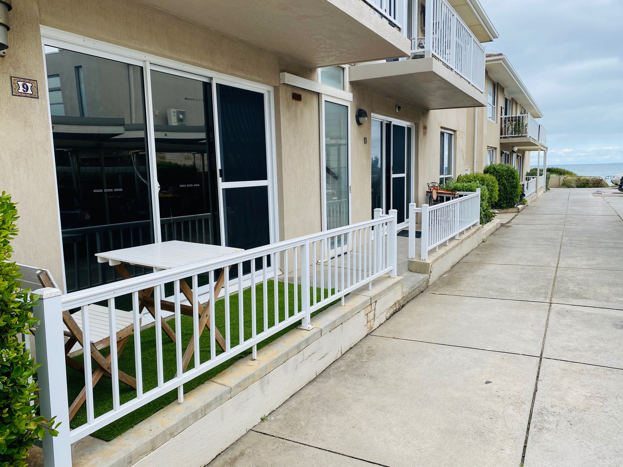 COMFORTABLE SECURE MODERN 2 BR BY THE BEACH